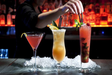 How to become a barman: a guide on how to get the first job